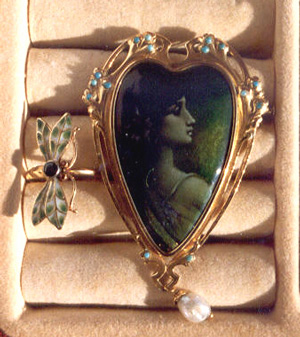 Ring and brooche Art Nouveau, emerald and turquoise stones.